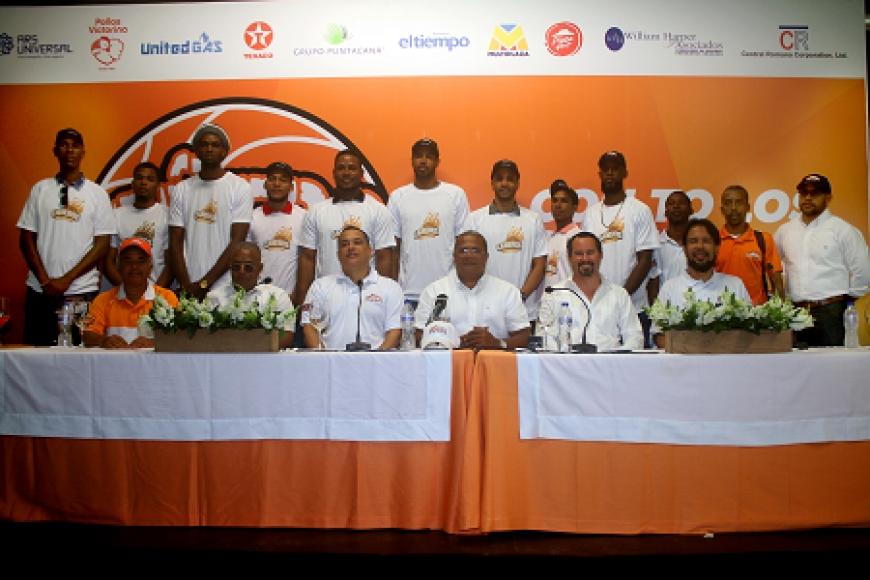 Cañeros presentan equipo y entrenador